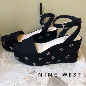 NEW - Nine West - black velvet platform sandals.